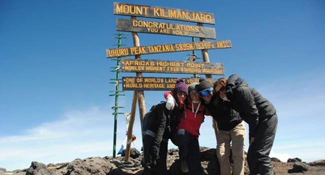 volunteers on kilimanjaro